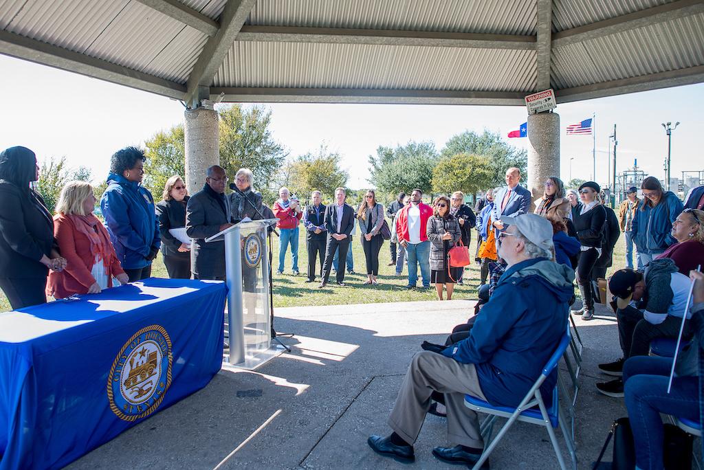 bomd-wwgc-2019-mayor-signing-shell-6377