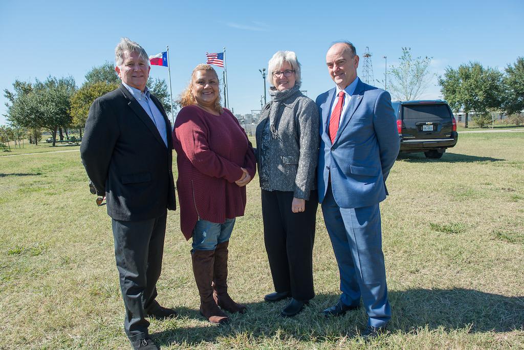 bomd-wwgc-2019-mayor-signing-shell-6493