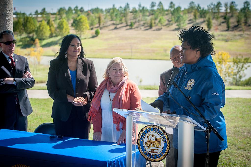 bomd-wwgc-2019-mayor-signing-shell-9524