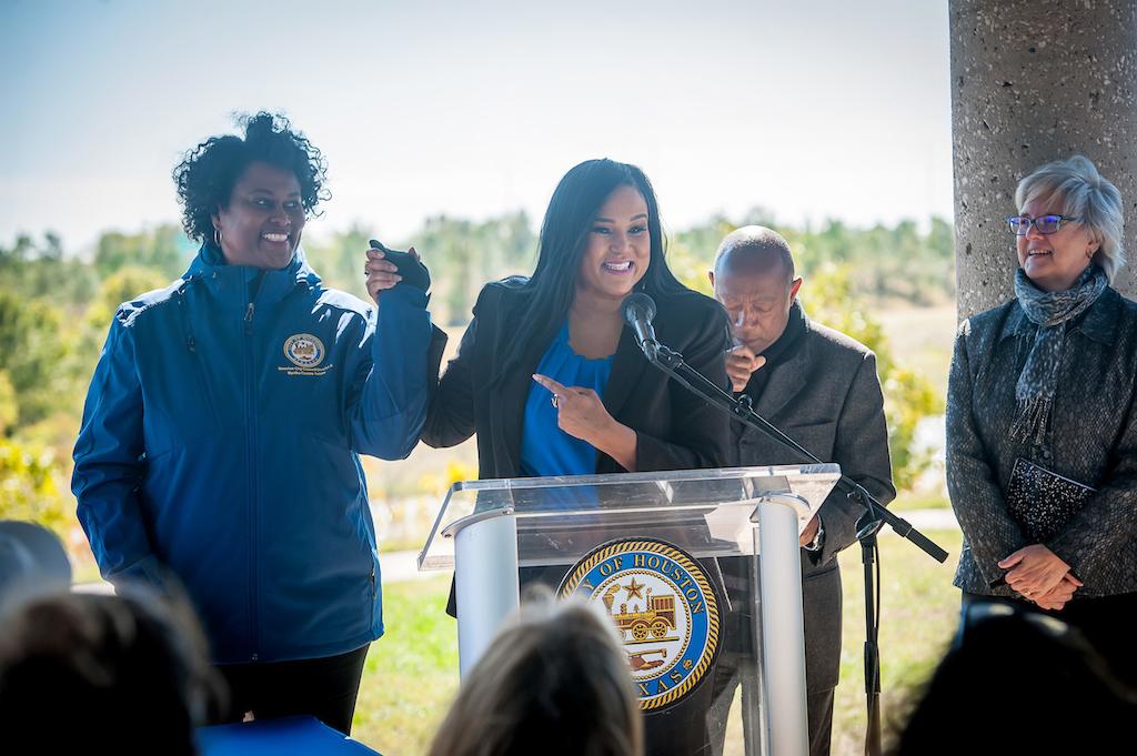 bomd-wwgc-2019-mayor-signing-shell-9580