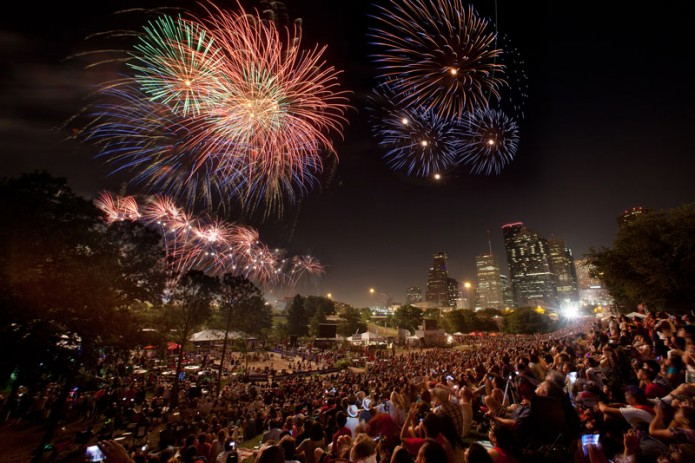 Fireworks-light-up-the-Downtown-Skyline-during-Southwest-Airlines-Freedo...
